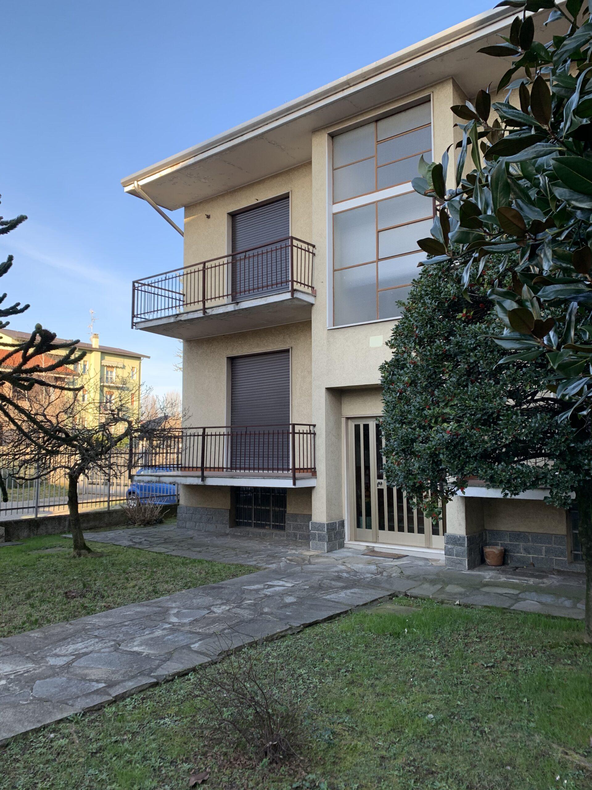 Garbagnate Milanese : Villa Bifamiliare